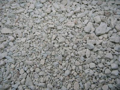Sausas ceolitas labai panašus į perlitą, tik gerokai už jį sunkesnis
